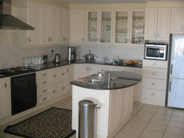 Gabotse kombuise for Small built in kitchen